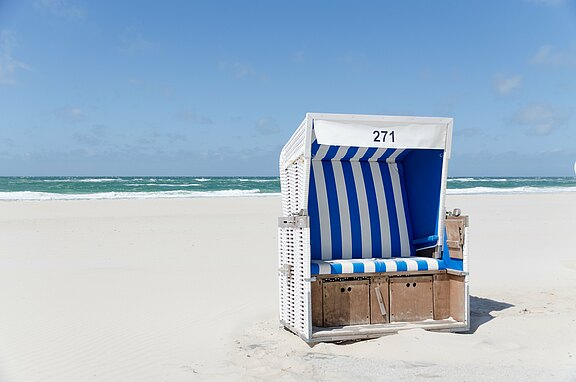 beach-chair-1587066.jpg